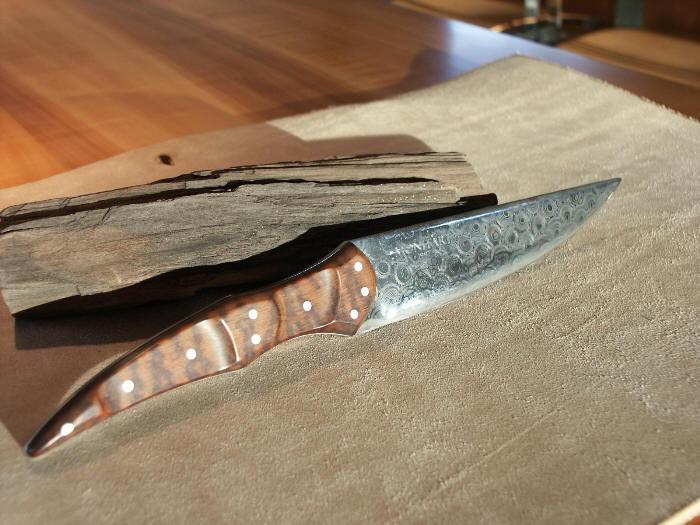 Couteaux de poche damassés en bois précieux