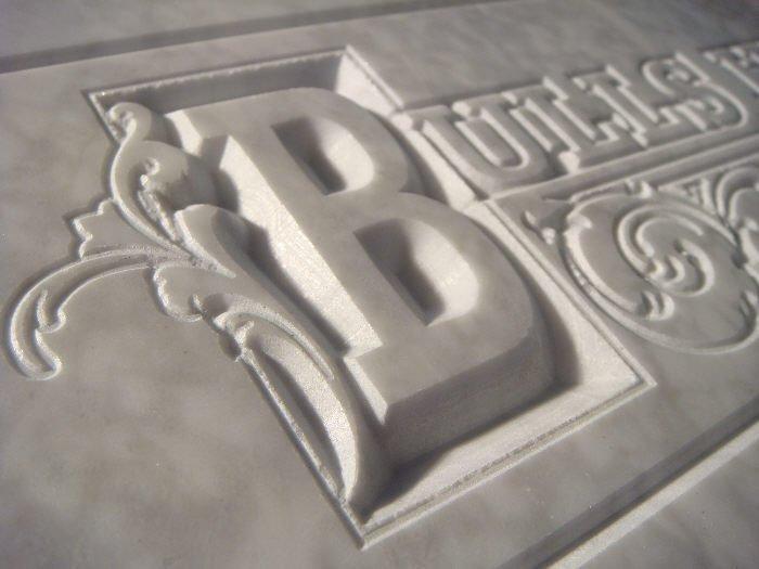 Emblème marbre de carrare avec relief