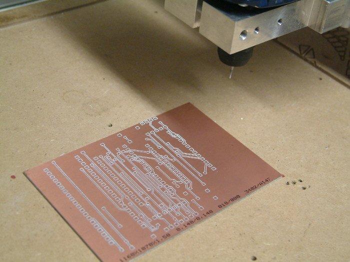 Production de cartes de circuits imprimés avec la fraiseuse CNC