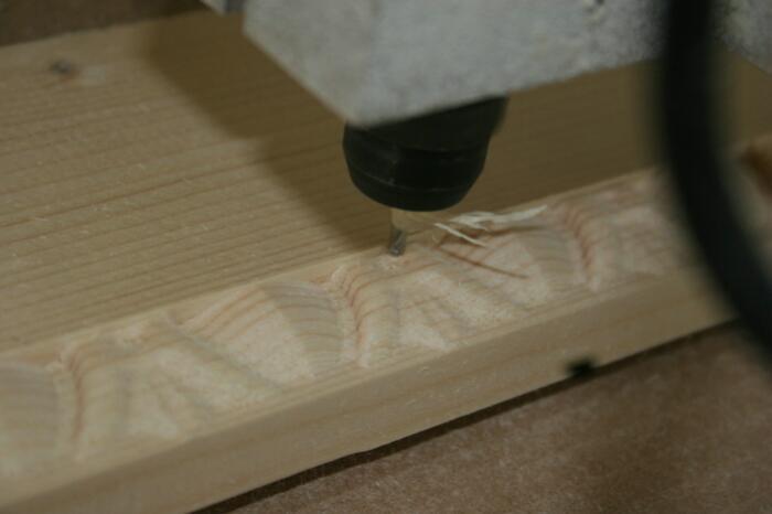 fraisage de cadre en bois en cours